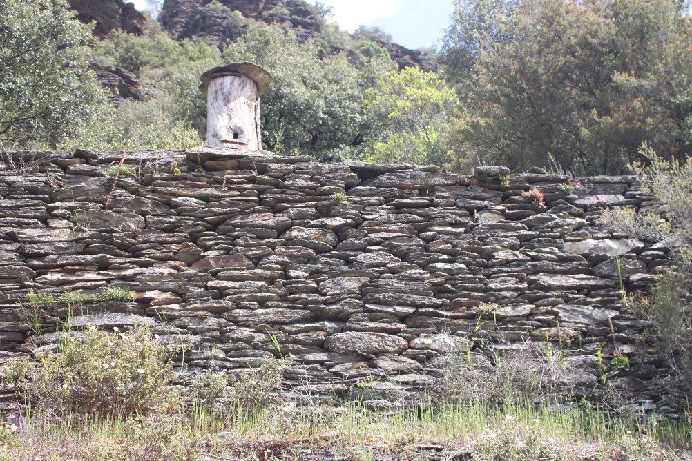 Muret de pierre en schiste