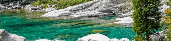 cours d'eau limpide