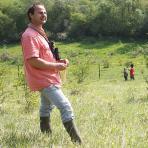 Lionel Dubief sur la pelouse du CEN Champagne-Ardenne de Rinaveau, Bar-lès-Buzancy (Ardennes)