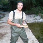 Quentin Delorme, lors d'une opération de pêche scientifique dans les gorges de l'Hérault